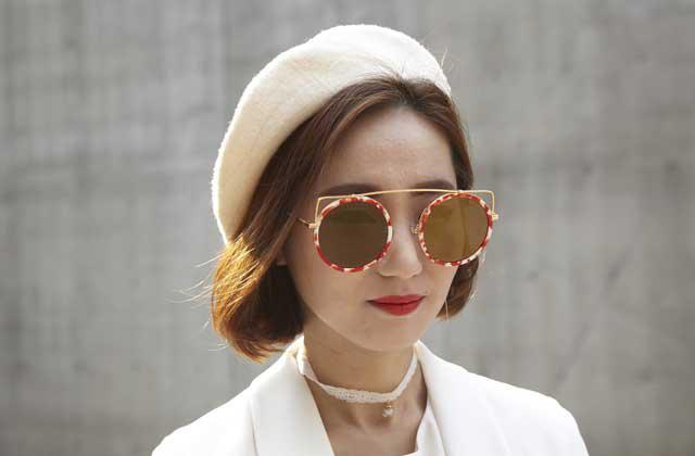 [DAY 5] 서울패션위크 스트리트 베스트 스타일 - 바야흐로 선글라스의 계절 의 썸네일 이미지