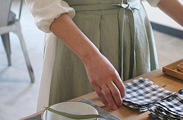 <윤식당>에서 본 예쁜 앞치마, 어디서 팔지?의 썸네일 이미지