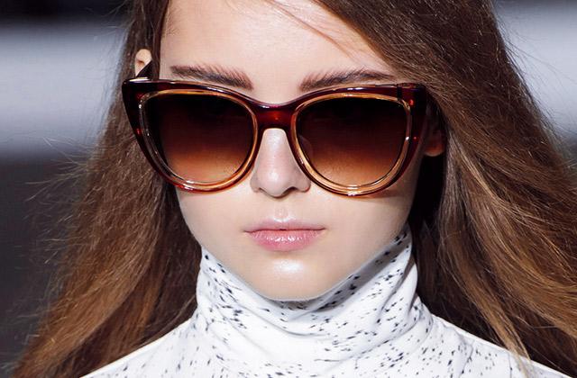 가을에 끼는 선글라스의 썸네일 이미지