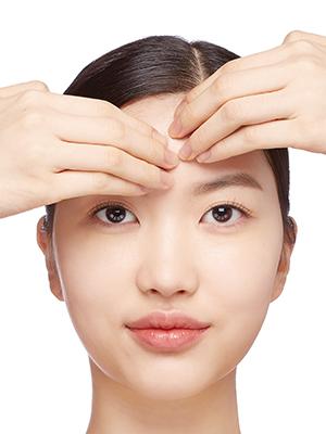 크림 마스크 효과 높이는 스페셜 터치 ② 메이크업 잘 받는 매끈한 피부결 만들기