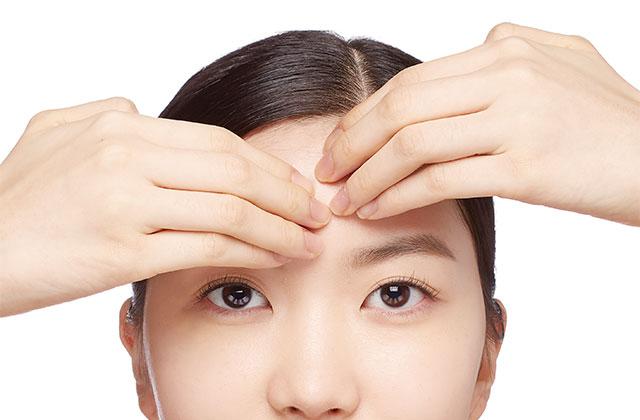 크림 마스크 효과 높이는 스페셜 터치 ② 메이크업 잘 받는 매끈한 피부결 만들기의 썸네일 이미지