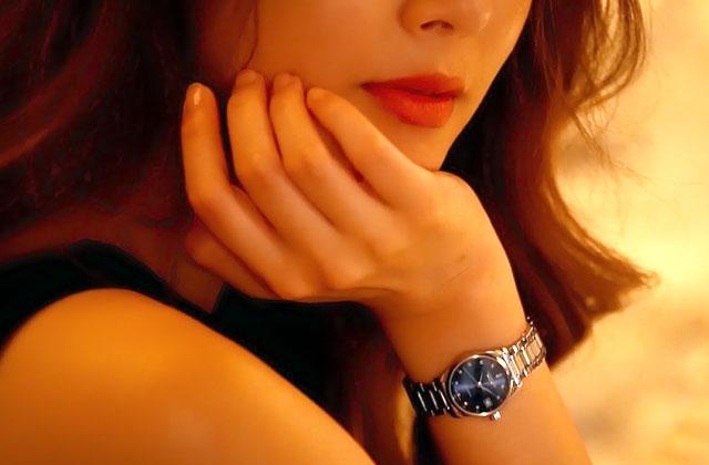 고혹적인 매력의 김효진과 함께한 프리 드 디안 론진의 우아한 순간의 썸네일 이미지