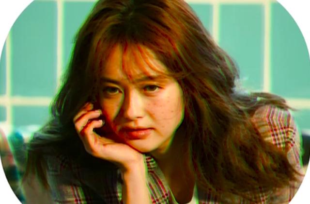 드라마 '미스 함무라비'를 성공리에 마무리한 배우 고아라가 싱글즈 카메라 앞에 섰어요. 의 썸네일 이미지