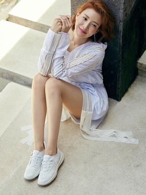 배우 윤세아의 로맨틱 리조트 룩 의 썸네일 이미지