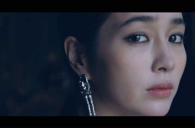 [SINGLES STAR] 배우 이민정의 IN THE CASTLE TEASER의 썸네일 이미지