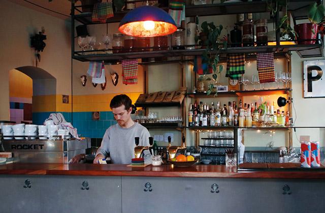 휘게 감성을 물씬 풍기는 안락한 식당, 파울린스키 팔메 의 썸네일 이미지