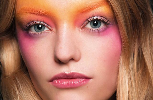 핑크를 메이크업 포인트로 쓰고 싶다면의 썸네일 이미지