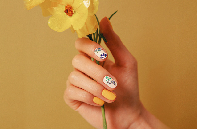 손끝까지 봄꽃