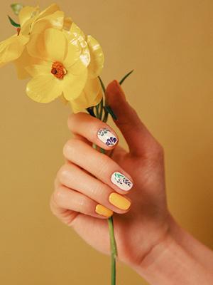 손끝까지 봄꽃의 썸네일 이미지