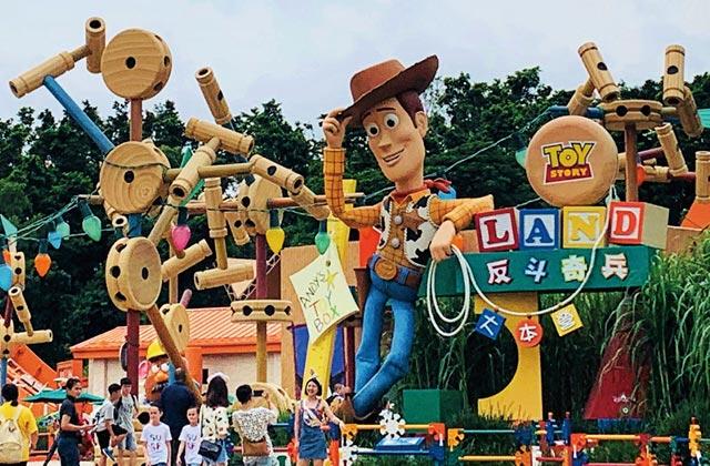 홍콩 디즈니랜드의 테마파크의 썸네일 이미지