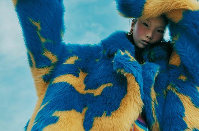 다채로운 페이크 퍼 아우터의 썸네일 이미지